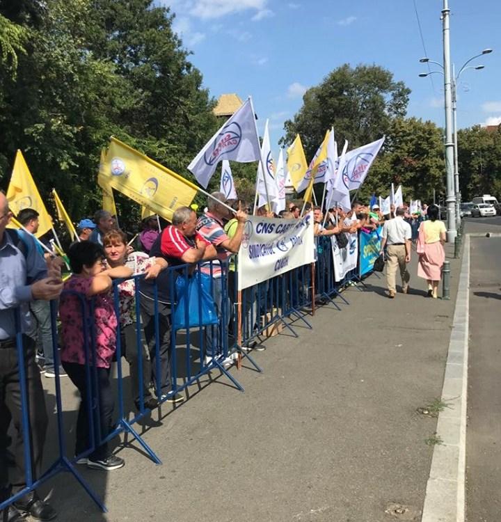 Salariatii UM Sadu au protestat la Bucuresti