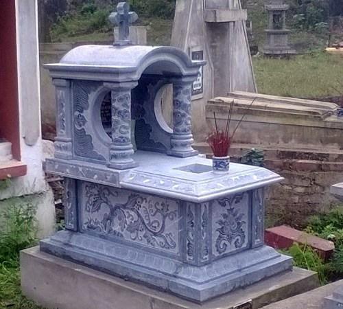 mộ công giáo, đá phát tâm