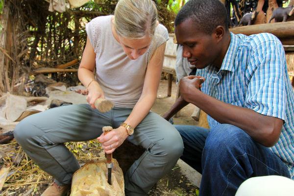 houtbewerken in mto wa mbu noord tanzania
