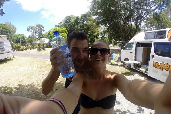 Met onze 'Captain Bruce' op de camping in Cairns