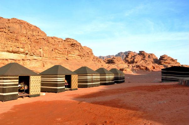 De mooiste activiteiten ter wereld? Dit zijn de meeste toffe bucketlist activiteiten voor reizigers! Overnacht in de Wadi Rum