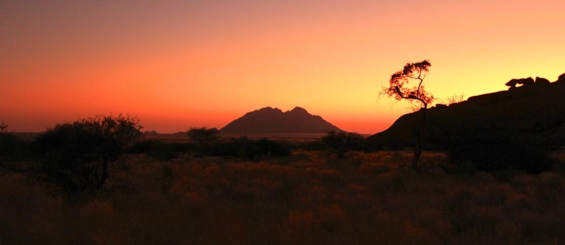 Wat je zeker moet doen in Namibië is een bezoek brengen aan Spitzkoppe