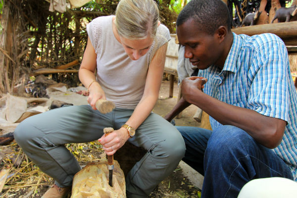 houtbewerken-in-mto-wa-mbu-noord-tanzania
