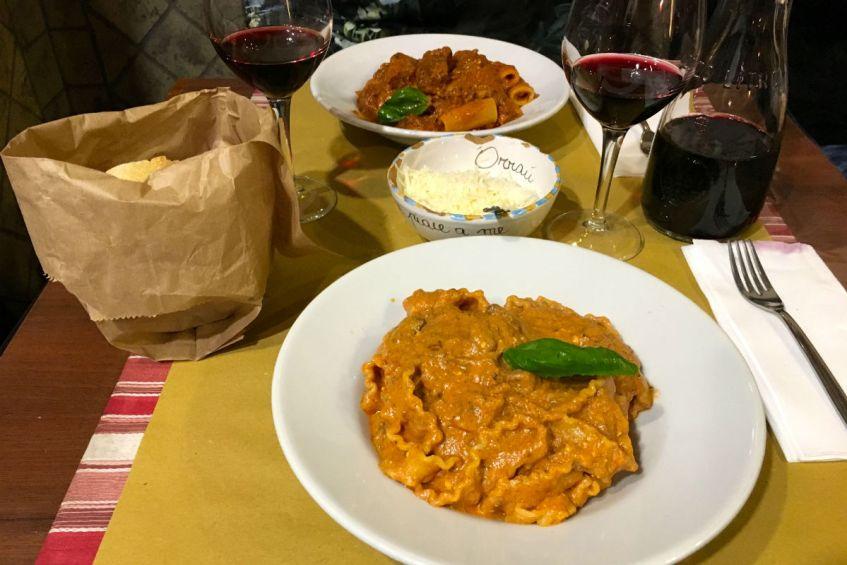 De lekkerste pasta met ragu en ricotta bij Ristorante Tandem een van mijn Napels tips