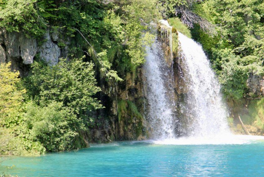 De prachtige kleuren bij Plitvice National Park in Dalmatie Kroatie