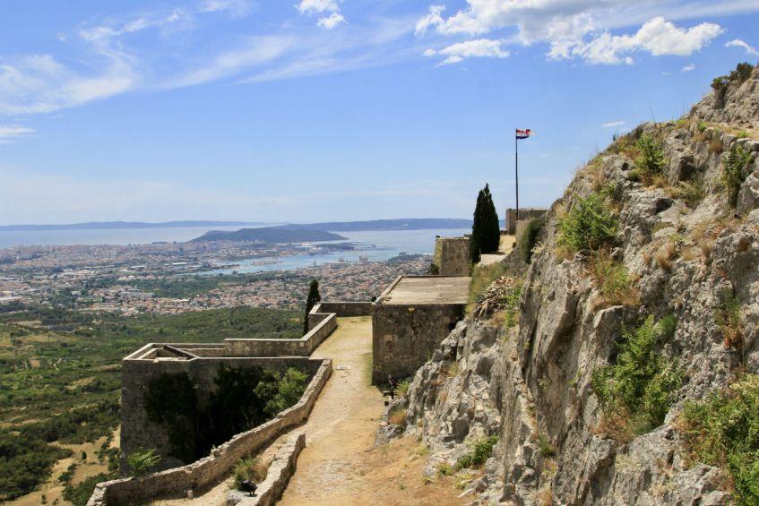 Fort Klis en haar prachtige uitzicht over Split en de kust tijdens mijn roadtrip Dalmatie Kroatie