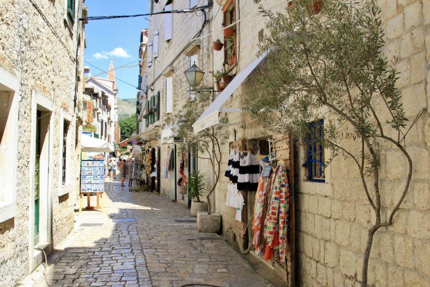 De sfeervolle straten van Trogir in Kroatie