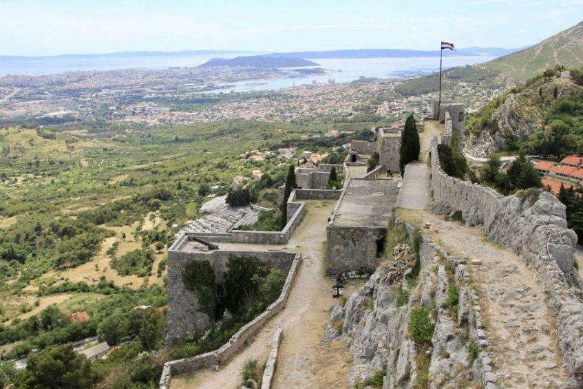 Het prachtige uitzicht vanaf Fort Kliss over Split en omgeving in Kroatie
