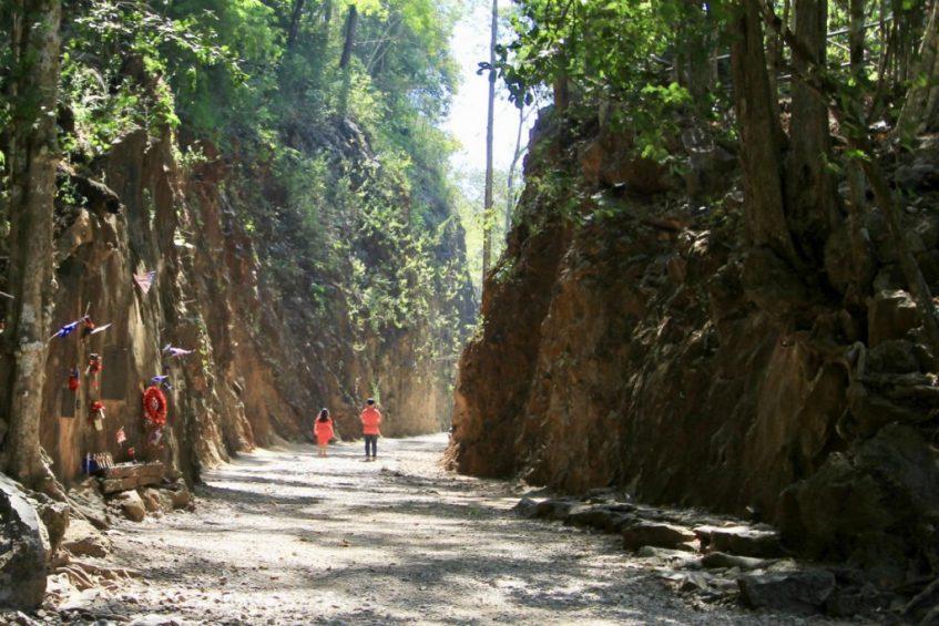 De Hellfire Pass heeft duizenden het leven gekost nabij Kanchanaburi in Thailand