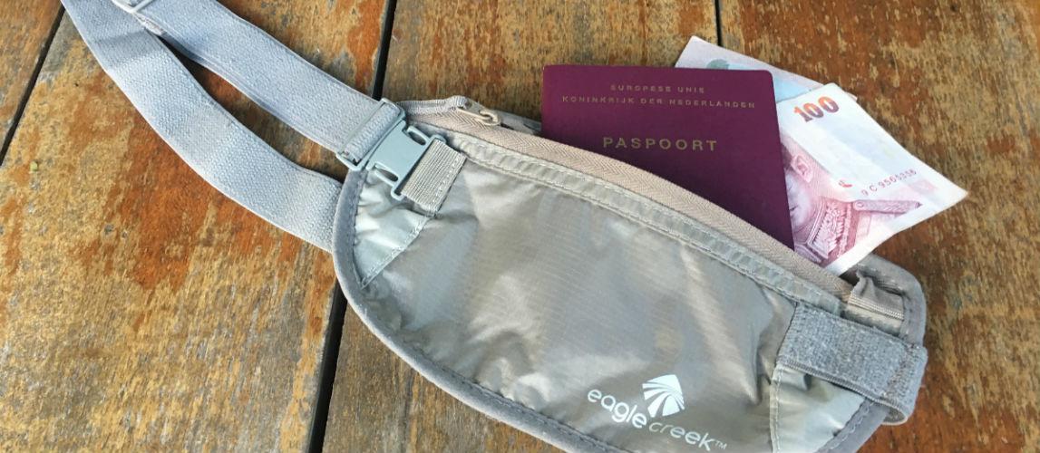 Handige spullen om mee te nemen op reis - moneybelt geld en paspoort