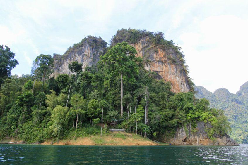 De mooie natuur van Khao Sok National Park in Thailand