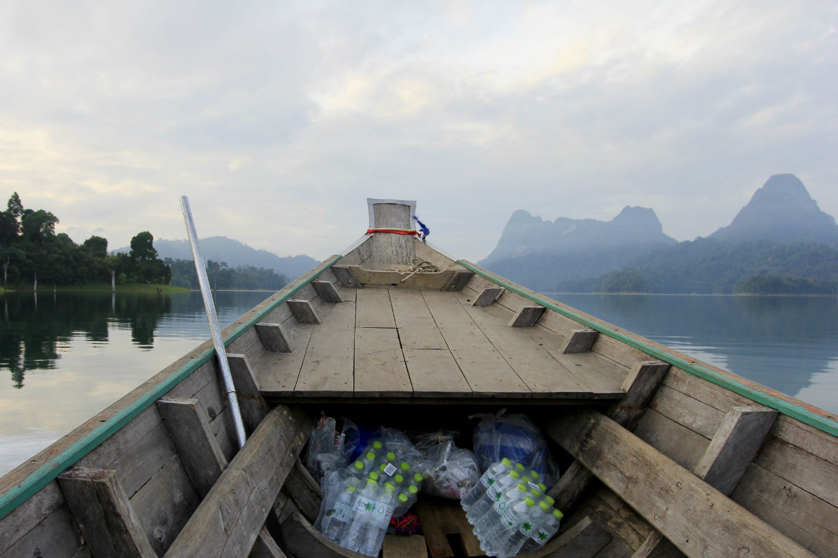 Met de longtailboot door Khao Sok National Park is een echte must tijdens je Thailand Route