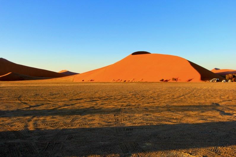 De zonopkomst Sossusvlei hoort in je route Namibie