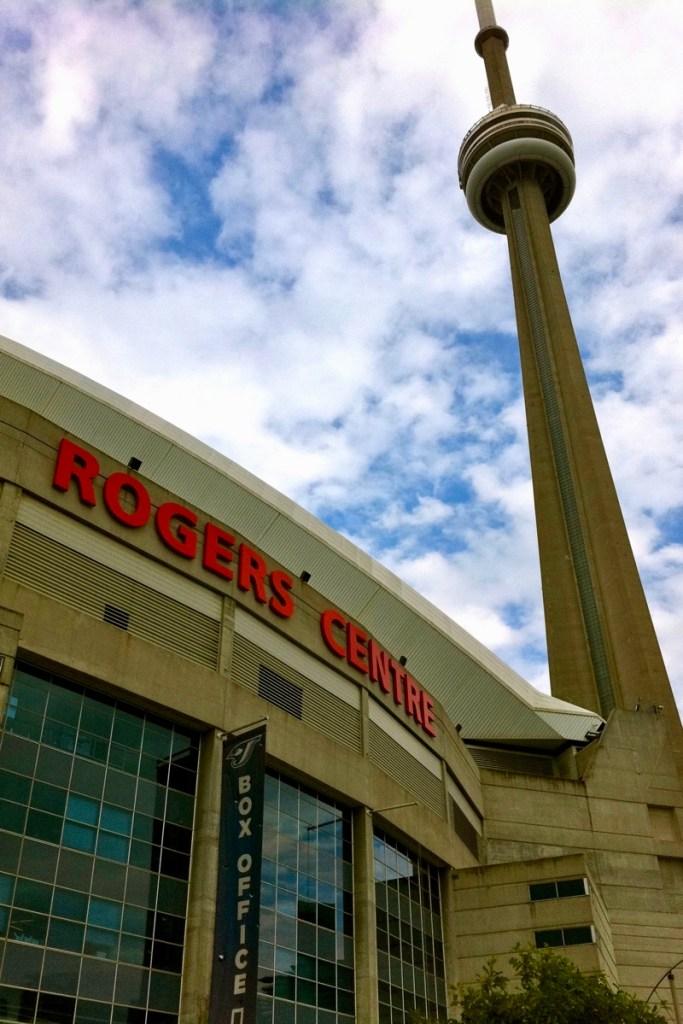 Bezoek een wedstrijd in het Rogers Center en geniet van het uitzicht vanaf de CN Tower tijdens een rondreis Canada & New York