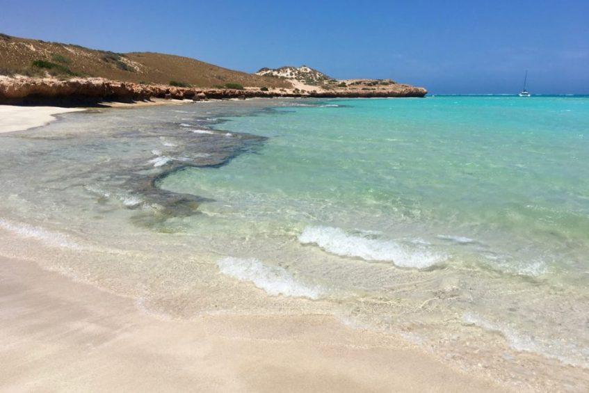 Het strand bij Coral Bay is prachtig, ga ook snorkelen bij Five Fingers tijdens jouw route West-Australië