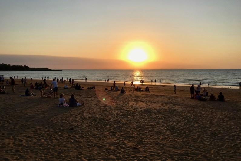 Iets wat je zeker wilt doen in Darwin is een bezoek brengen aan Mindil Beach Sunset Markets