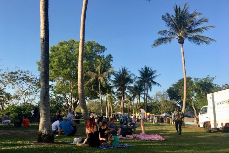 Iets wat je zeker wilt doen in Darwin is een bezoek brengen aan de Mindil Beach Sunset Markets
