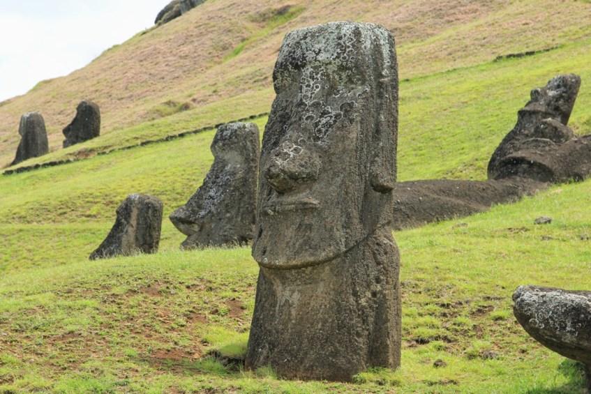 De Nursery, Ranu Raraku dat is waar de moai verder vervaardigd.