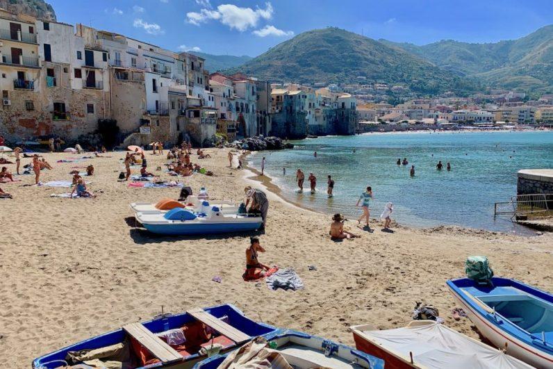 Cefalu is een van de mooiste dorpjes op sicilie en verdient een bezoekje tijdens jouw roadtrip route sicilie