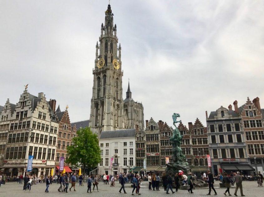 Vanuit-Kalmthout-ben-je-in-zo-in-Antwerpen