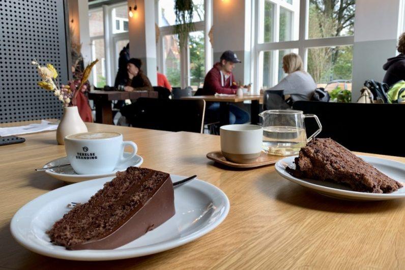 Op Texel en trek in taart? Ga naar Texelse Branding en geniet van het lekkers.