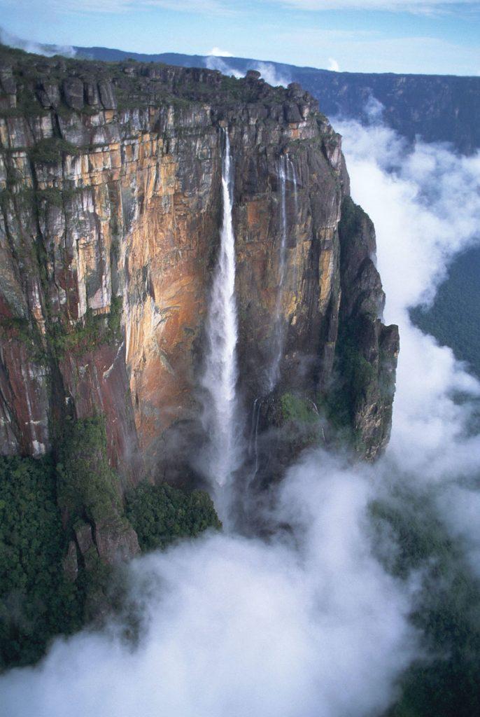 De Angel Falls in Venezuela zijn de hoogste watervallen ter wereld