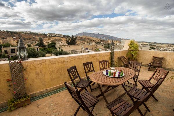 Het heerlijke terras van onze Riad (bron: Airbnb.nl)