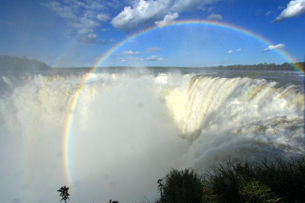 Regenbogen in el Garganta do Diabo aan de Argentijnse kant van de falls