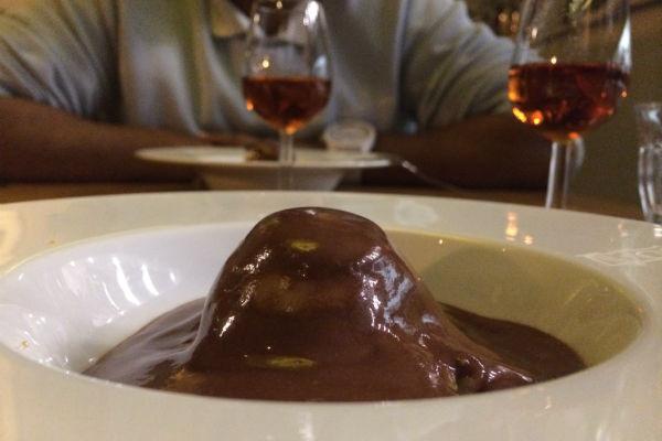Het oorspronkelijke toetje met chocolade, koek en macedamia creme
