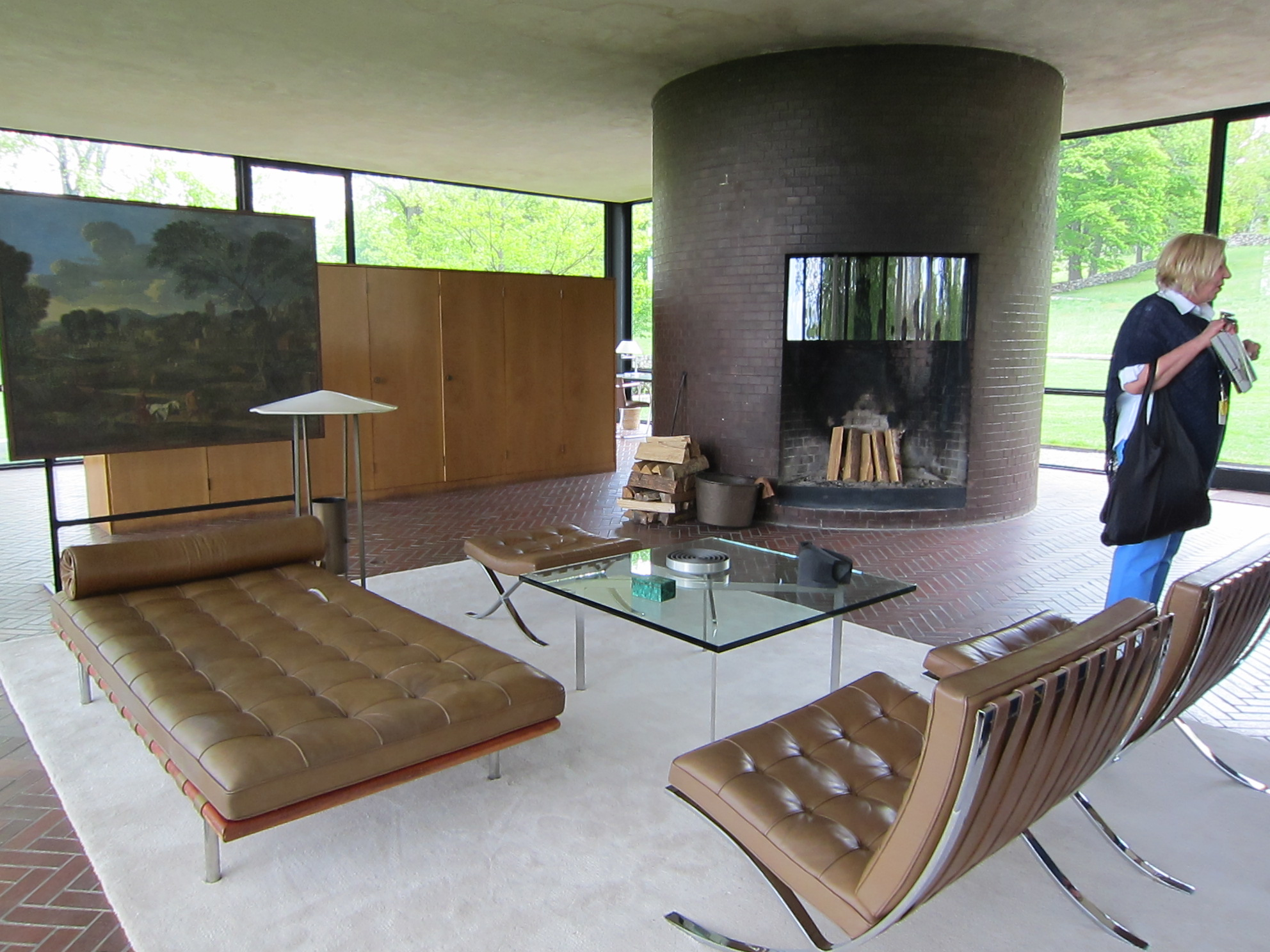 Glass house interior philip johnson