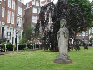 religious statue on the grass at the Begijnhof in Amsterdam