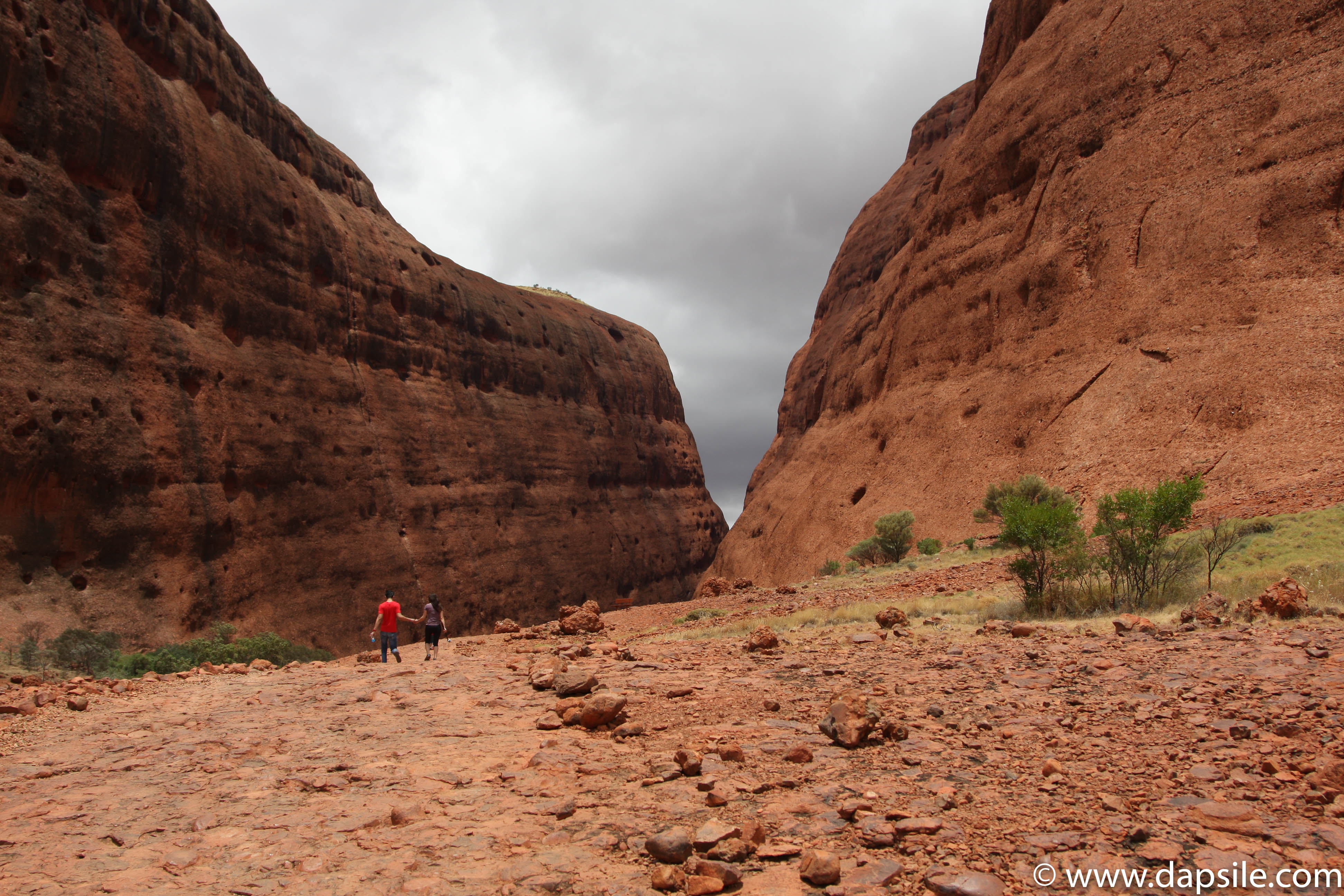 Walpa Gorge Path a tour from Alice Springs to Uluru