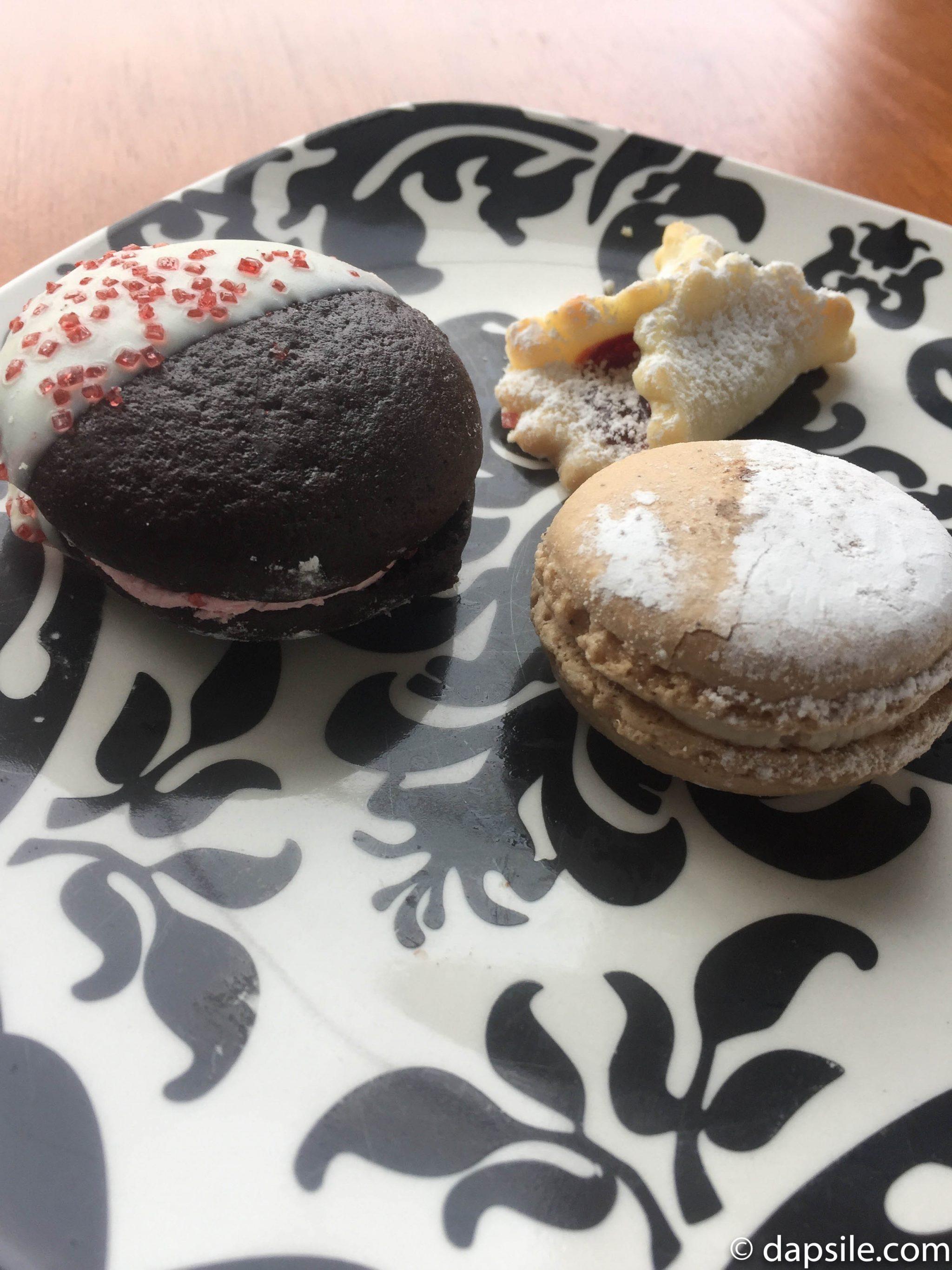 Italia Bakery Cookie Challenge Cannoli Macaron with Additional Treats