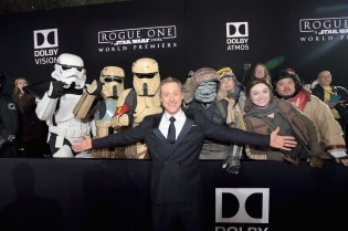 """HOLLYWOOD, CA - DECEMBER 10: Actor Alan Tudyk poses with costumed fans at The World Premiere of Lucasfilm's highly anticipated, first-ever, standalone Star Wars adventure, """"Rogue One: A Star Wars Story"""" at the Pantages Theatre on December 10, 2016 in Hollywood, California. (Photo by Charley Gallay/Getty Images for Disney) *** Local Caption *** Alan Tudyk"""