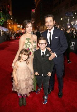 """HOLLYWOOD, CA - DECEMBER 10: Actor Diego Luna (R) with family at The World Premiere of Lucasfilm's highly anticipated, first-ever, standalone Star Wars adventure, """"Rogue One: A Star Wars Story"""" at the Pantages Theatre on December 10, 2016 in Hollywood, California. (Photo by Jesse Grant/Getty Images for Disney) *** Local Caption *** Diego Luna; Fiona Luna; Jeronimo Luna"""