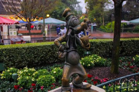 DisneylandResortRainyDay-20