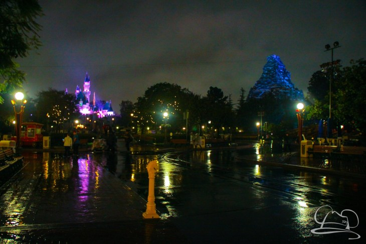 DisneylandResortRainyDay-212