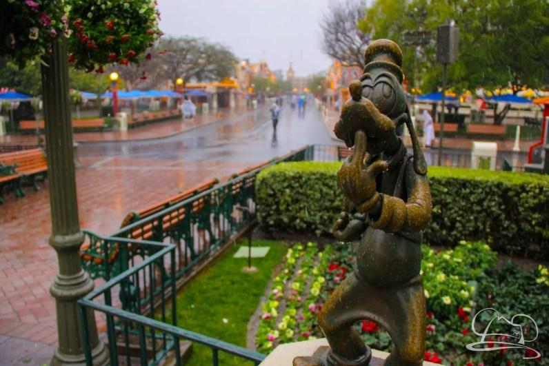 DisneylandResortRainyDay-23