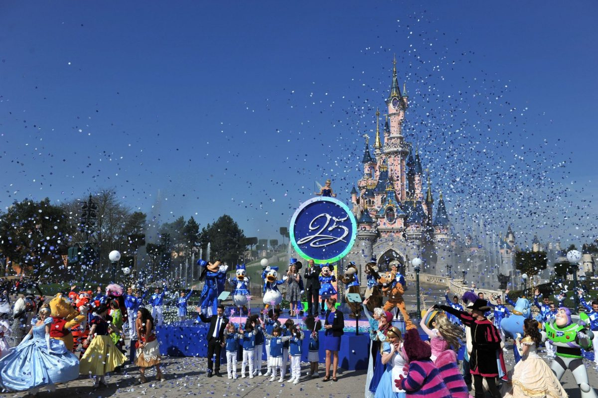 Disneyland Paris Launches 25th Anniversary With Stars and Sparkles!