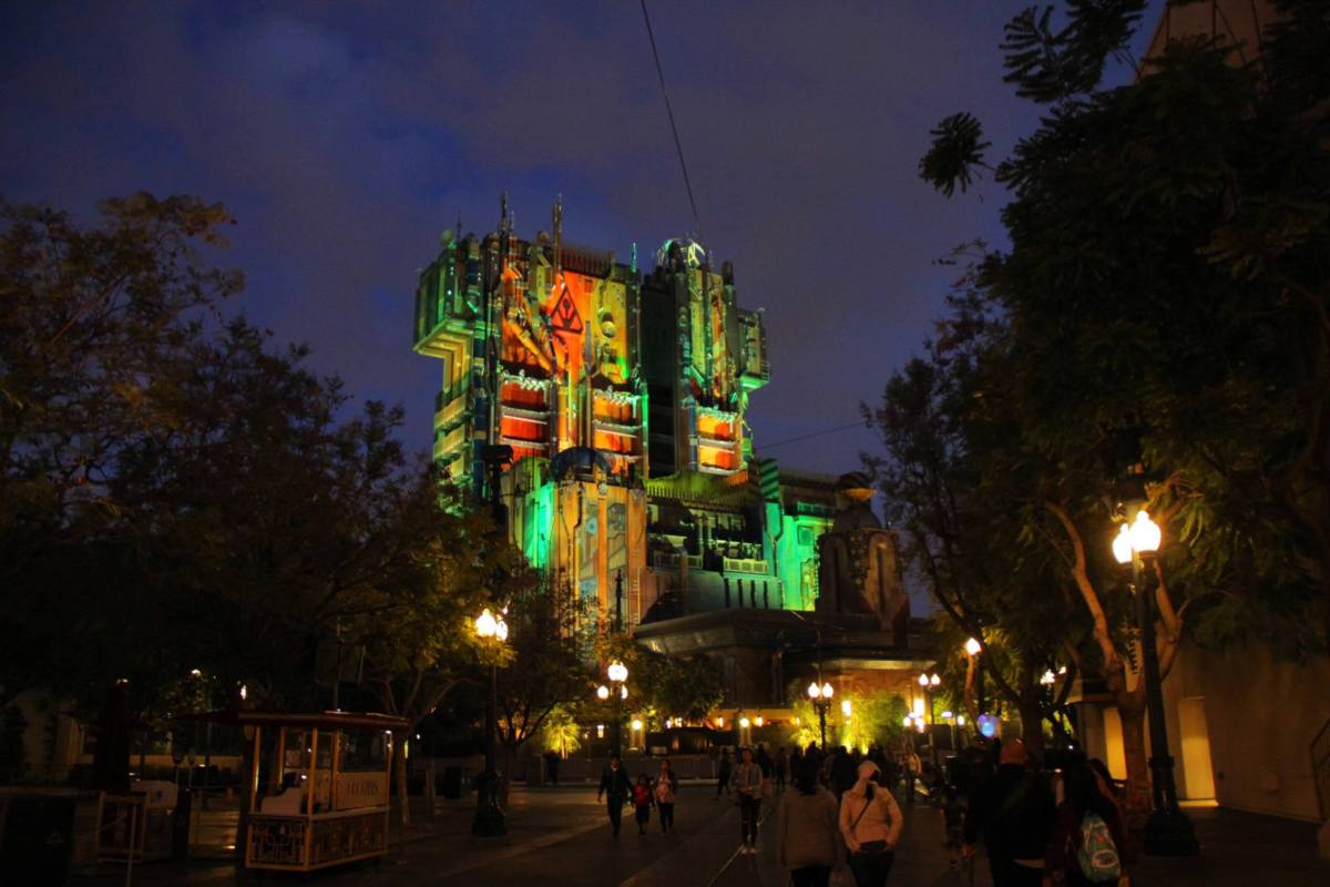 Guardians of the Galaxy - Mission: BREAKOUT! Comes Alive at Night!
