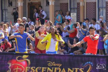 Disney_Descendants_Disneyland_Pre_Parade-5
