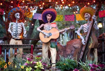 DIÁ DE LOS MUERTOS (ANAHEIM, Calif.) – A colorful display in Zocalo Park at Disneyland Park honors Diá de los Muertos with a trio of musical calacas (skeletons), sugar skulls and traditional marigolds during Halloween Time at the Disneyland Resort, from Sept. 15 through Oct. 31, 2017. This traditional Mexican holiday celebrates the memory of loved ones who have passed. The Halloween season features seasonal entertainment and décor, in addition to the return of Haunted Mansion Holiday and Space Mountain Ghost Galaxy. (Paul Hiffmeyer/Disneyland Resort)