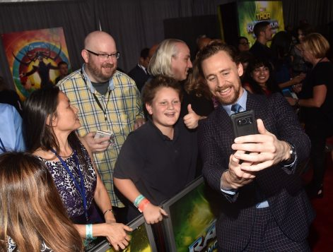 "HOLLYWOOD, CA - OCTOBER 10: Actor Tom Hiddleston (R) poses with fans at The World Premiere of Marvel Studios' ""Thor: Ragnarok"" at the El Capitan Theatre on October 10, 2017 in Hollywood, California. (Photo by Alberto E. Rodriguez/Getty Images for Disney) *** Local Caption *** Tom Hiddleston"