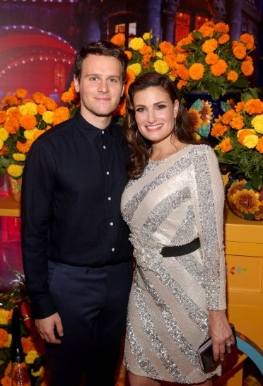 """HOLLYWOOD, CA - NOVEMBER 08: Actors Idina Menzel (L) and Jonathan Groff of """"Olafís Frozen Adventure"""" at the U.S. Premiere of Disney-Pixarís """"Coco"""" at the El Capitan Theatre on November 8, 2017, in Hollywood, California. """"Olafís Frozen Adventure"""" featurette opens in front of Disney-Pixarís original feature ìCocoî for a limited time. (Photo by Jesse Grant/Getty Images for Disney) *** Local Caption *** Idina Menzel; Jonathan Groff"""