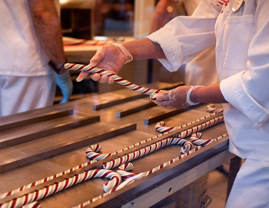 Hand-Pulled Candy Canes 2017 Dates Announced for Disneyland Resort