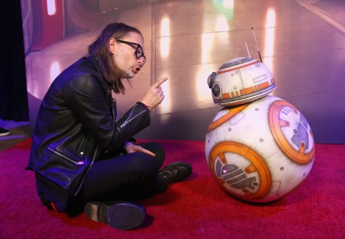 LOS ANGELES, CA - DECEMBER 09: Thom Yorke (L) and BB-8 at Star Wars: The Last Jedi Premiere at The Shrine Auditorium on December 9, 2017 in Los Angeles, California. (Photo by Jesse Grant/Getty Images for Disney) *** Local Caption *** Thom Yorke; BB-8