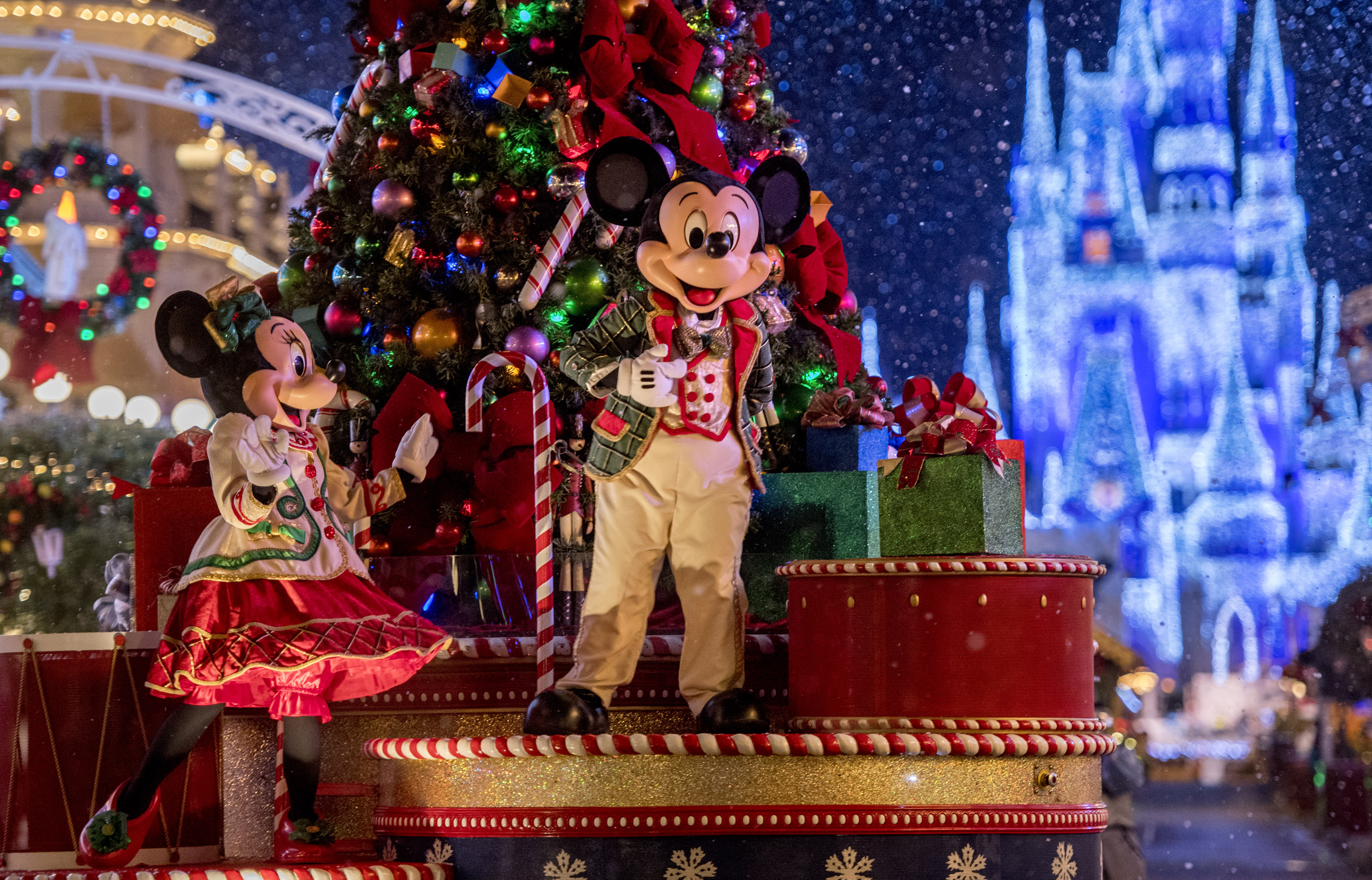Celebrate the Holiday Season at Walt Disney World Resort with the Ultimate Disney Christmastime Package