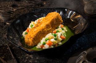 Innovative and creative eats from around the galaxy will be available at Star Wars: GalaxyÕs Edge when it opens May 31, 2019, at Disneyland Park in Anaheim, Calif., and Aug. 29, 2019, at Disney's Hollywood Studios in Lake Buena Vista, Fla. The Fried Endorian Tip-Yip, found at Docking Bay 7 Food and Cargo inside Star Wars: GalaxyÕs Edge, is a decadent chicken dish with roasted vegetable mash and herb gravy. (David Roark/Disney Parks)