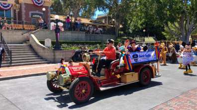 First Performance- Mickey and Friends Band-Tastic Cavalcade at Disneyland-6