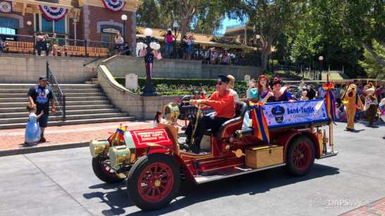 First Performance- Mickey and Friends Band-Tastic Cavalcade at Disneyland-7
